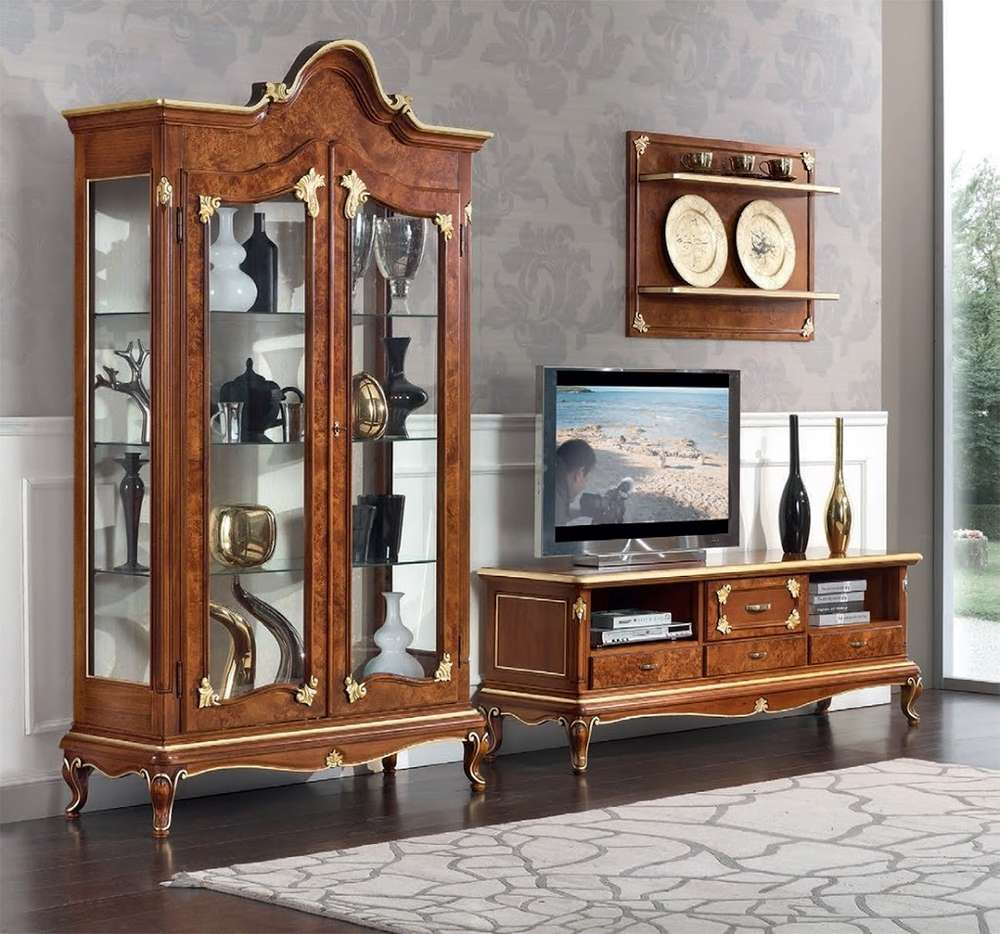 Sala soggiorno stile classico Art Decò vetrine porta tv